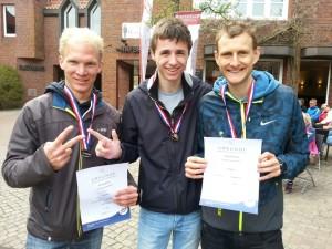 Männer-Mannschaft SG Athletico Büdelsdorf von links nach rechts mit Tim Hartmann, Fynn Gräber, Pascal Dethlefs